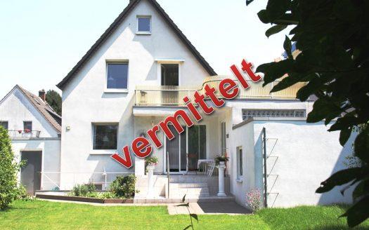 Köln Immobilien Makler verkauft freistehendes Einfamilienhaus